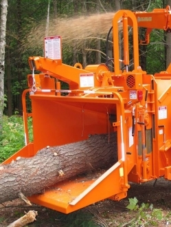 1590XP – 15″ and 18″ Drum chipper